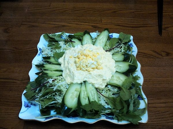 卵入り生野菜のサラダ