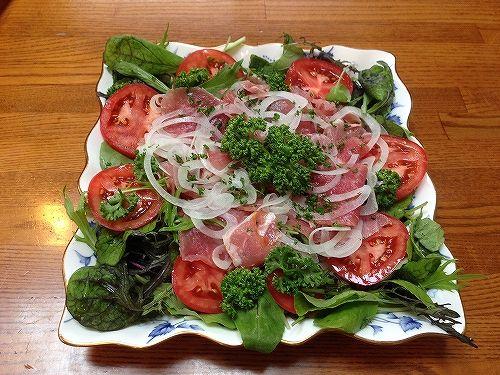 生ハムの野菜サラダ