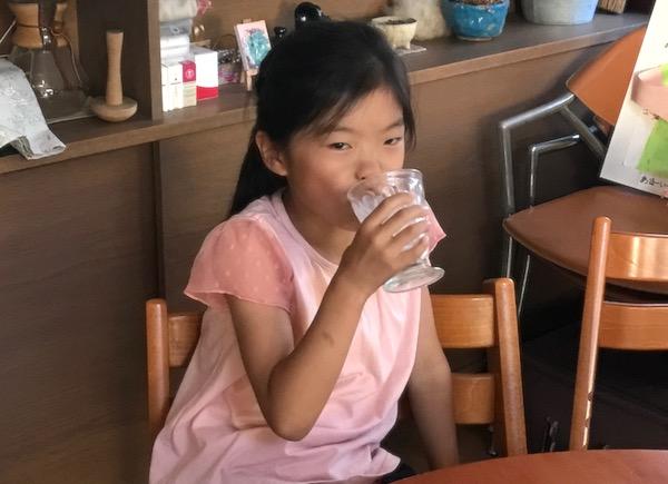 牛乳を美味しく飲む姿